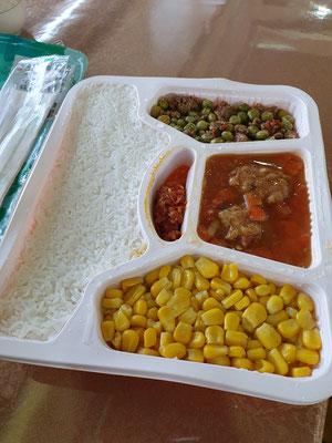 Lunch war aus Versehen included (Mais und Reis für mich) 0€ 3/10