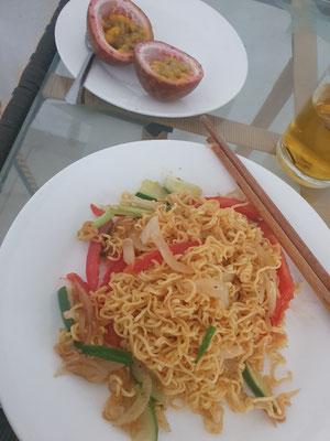Fried Noodles beim Frühstück im Hostel 9/10