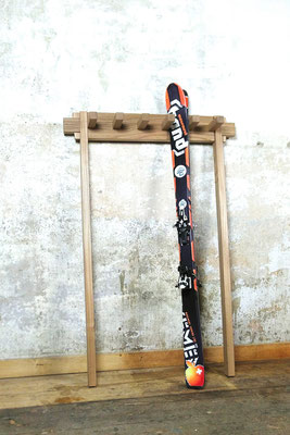Skiständer Ulme massiv, gehobelte Oberfläche, gesteckte Verbindungen, metallfrei, Front- / Seitenansicht