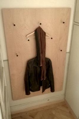 Wandgarderobe, Buchensperrholz, Oberfläche lackiert