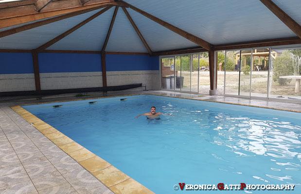 Per la sera... campeggio francese con piscina coperta...
