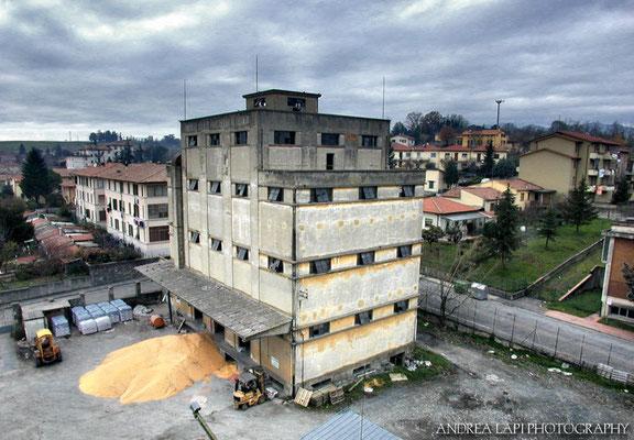 Il consorzio agrario di Borgo San Lorenzo, ora demolito - 25/11/2001