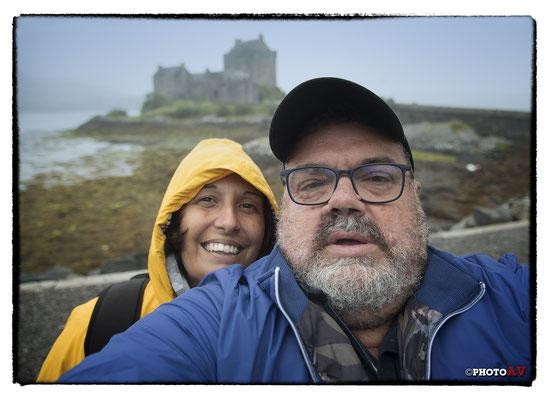 """Eccoci arrivati alla nostra """"meta"""" scozzese! In scozia ci sono tanti castelli ma per noi l' Eilean Donan Castle è """"il castello"""" che meglio rappresenta la Scozia stessa... Lo trovi sulla copertina delle riviste e delle guide... un motivo ci sarà!"""