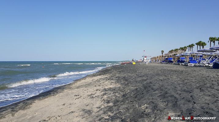 La spiaggia di Margherita di Savoia (vicino a Barletta)