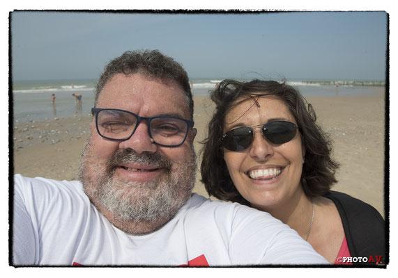 Relax sulla spiaggia a Boulogne sur Mer - Si ride spensierati... senza pensare che di lì a poco avremmo preso una decisione che avrebbe stravolto i nostri piani e i nostri itinerari...
