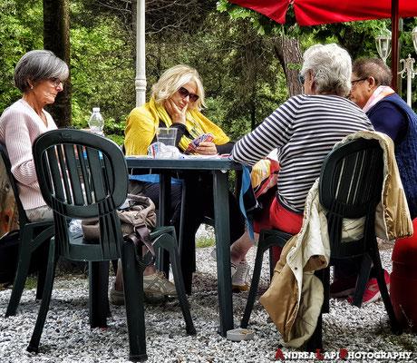 Partita a carte in Pineta (Viareggio)