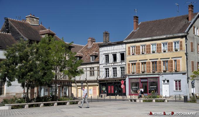 Francia - Troyes - Piazza davanti alla Cattedrale
