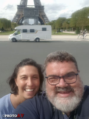 "Francia - Parigi - Il ""Pamper"" sotto la Tour Eiffel"
