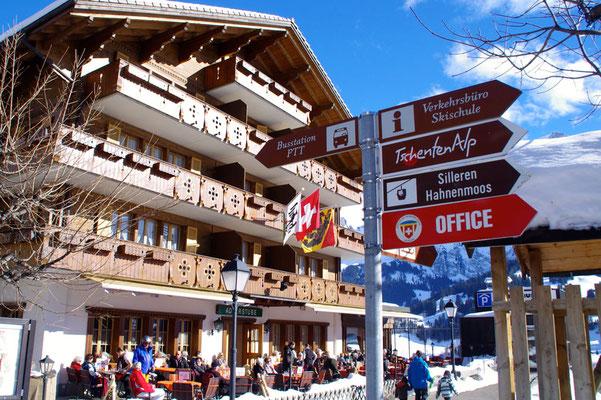 Im Dorfkern kann man herrlich flanieren. Alles wichtige lässt sich gut zu Fuss erreichen. (Foto: www.snowplaza.nl)
