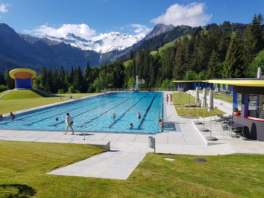 Das legendäre Alpenfreibad «Gruebi» vor eindrücklicher Kulisse — Eintritt mit Gästekarte gratis.<br>© Simone Conte