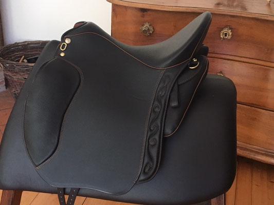 Dressage Andaluz schwarz mit Nähten und Keder cognac
