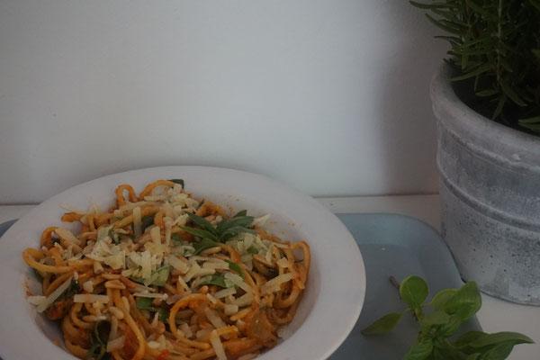 Linguine mit Mango-Pasto-Rosso