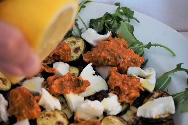 Zucchini mot Mango Pesto Rosso. Herrlich!