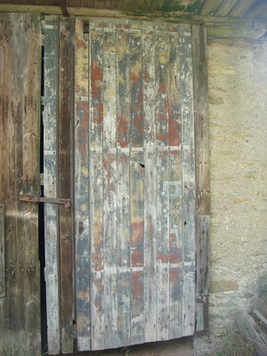 A barn door made out of Opel Blitz planks - the camo paint is still there