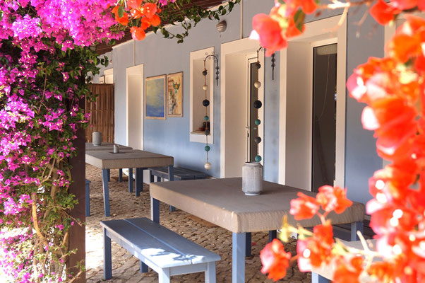 outdoor dining area yoga week algarve