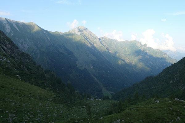 Am Morgen auf der Alpe Vorco - Richtung Osten (Colle del Termo)
