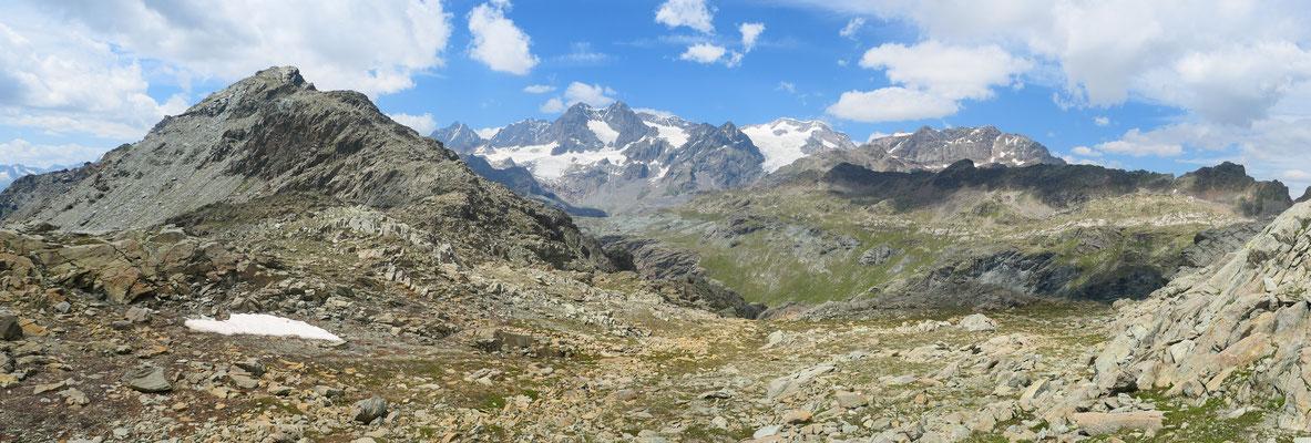 Auf dem Passo di Campagneda Richtung Berninamassiv.