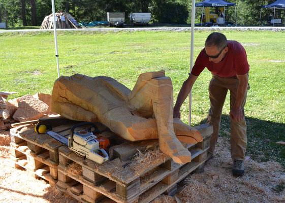 Holzskuptur bearbeiten