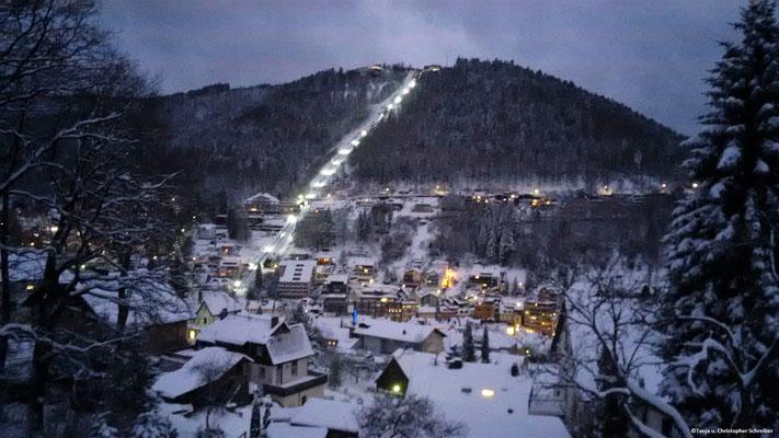 Winterlicher Blick auf die Bergbahn auf dem Sommerberg in Bad Wildbad