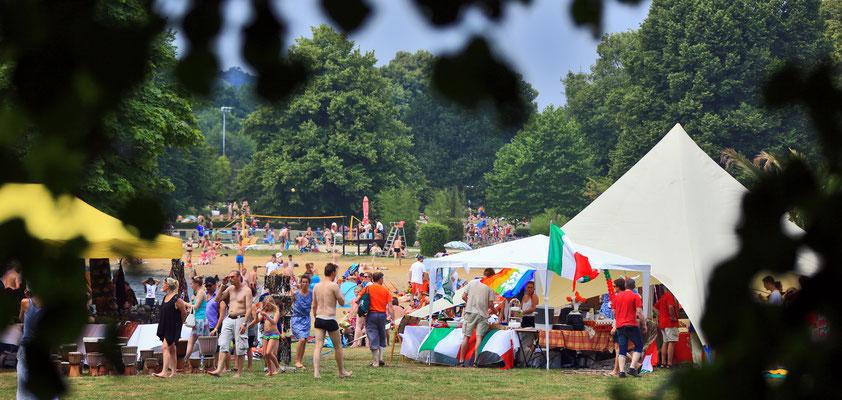 Sonntägliches Fest der fünf Kontinente am Hohnsensee - Hildesheimer Wallungen 2015. Foto: Clemens Heidrich