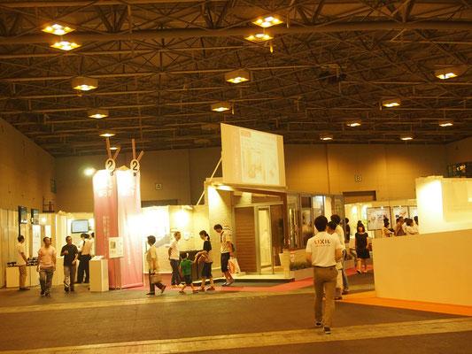 会場内は広く様々な展示がありました。