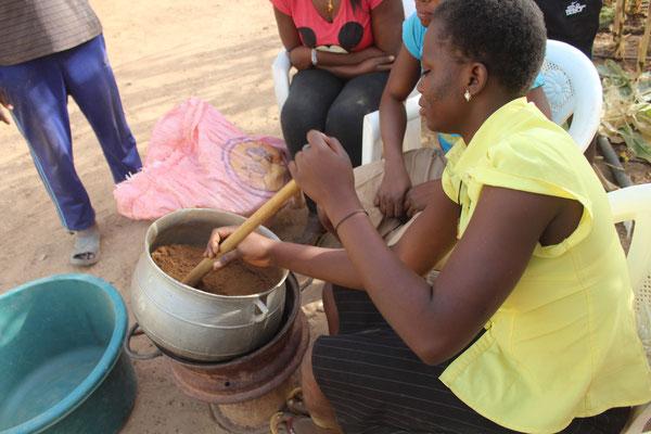 Auch das Metier der Restauration kann erlernt werden. Es wird ausschliesslich mit dem gekocht, was im Ausbildungszentrum RAVI produziert wird. Alles bio natürlich!
