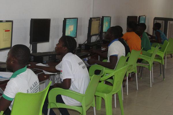 Das beherrschen des Computers erleichtert die Führung eines Unternehmens enorm. Deshalb erhalten sie während dem Durchlaufen der sieben Etappen immer wieder Informatikunterricht.