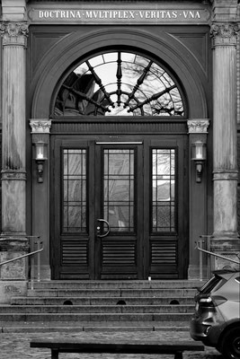 Rostock Mecklenburg Vorpommern Universität Uni Eingang Portal Felix Lachmann heimatlicht Fotografie Zen Schwarzweiß Print Fineart