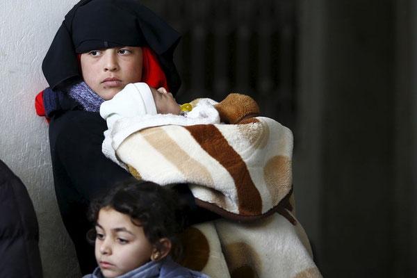 Geflüchtete im Norden von Syrien: Aleppo liegt nur etwa 60 Kilometer von der türkischen Grenze entfernt. Für den Fall, dass die Stadt ganz an die syrischen Regierungstruppen fällt, rechnet die Türkei mit mehr als einer Million zusätzlicher Flüchtlinge. ©