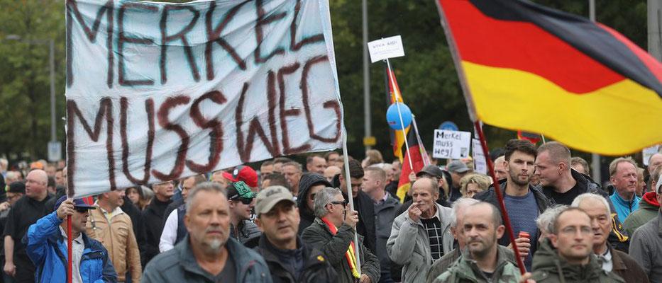 Tag der Einheit - pöbelnde Loser in Dresden