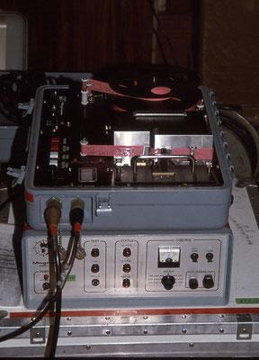 Magnavox mit Lochstreifenstanzer