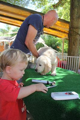 der Assistenz Tierarzt  :-)  Valentin... der Sohn der Tierarztes