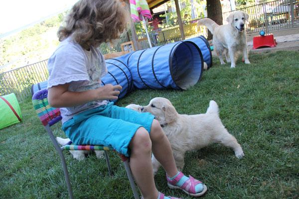 Gottemeitli Janina kommt of t vorbei, sie ist schon eine  kleine Hundetrainerin!