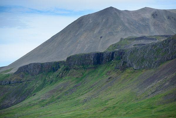 Berge und Felsen bei Budir