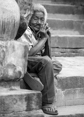 alter Mann am Nyatopola Tempel