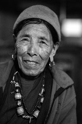 Sherpa Frau in Deorali