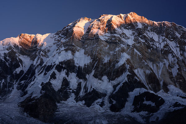 Annapurna I im ersten Licht des Tages