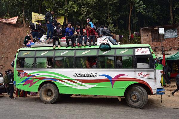 Bus bei Gorkha