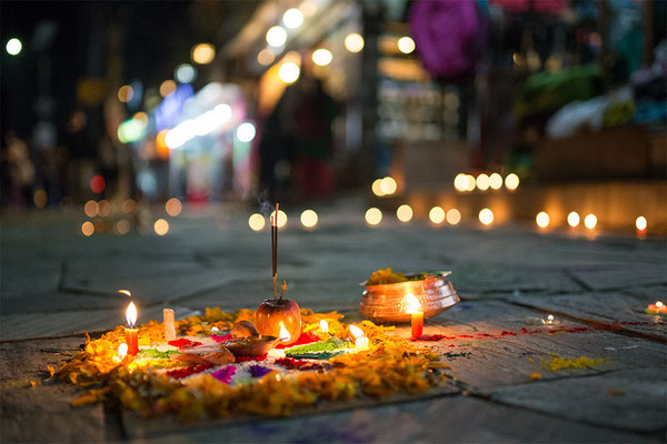 Lichterfest: Hauseingang in Pokhara