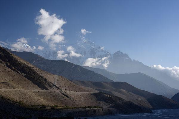 Nilgiri Berge und Kali Gandaki Tal