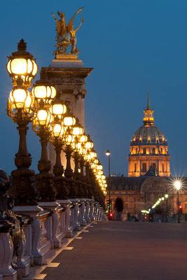 Pont Alexandre III und Invalidendom in Paris