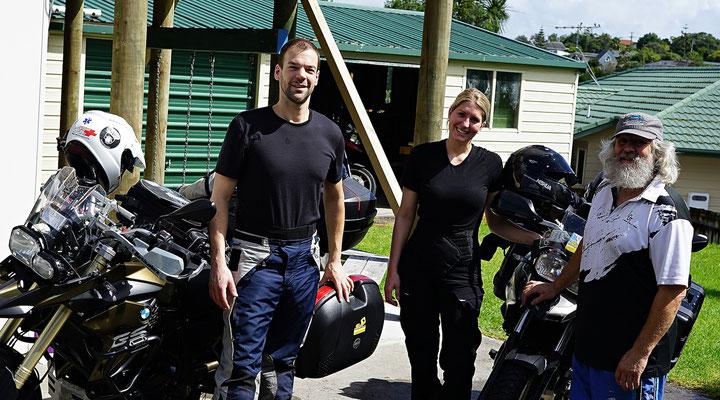 Allen von Kiwi Motorcycles bei der Übernahme der Bikes in Auckland