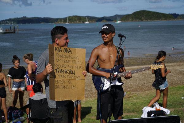 junger Maori-Musiker, wirklich talentiertes Kerlchen