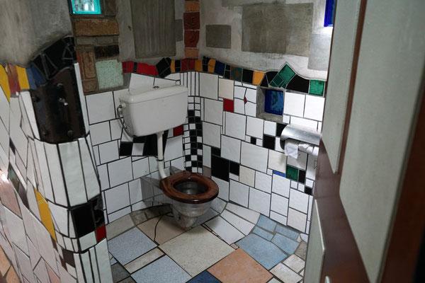 Hundertwasser Toilette :-)