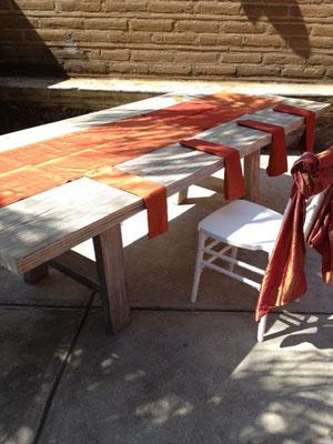 mesa vintage oro viejo camaino de mesa y servilletas ecocuisine chef gaby moreno