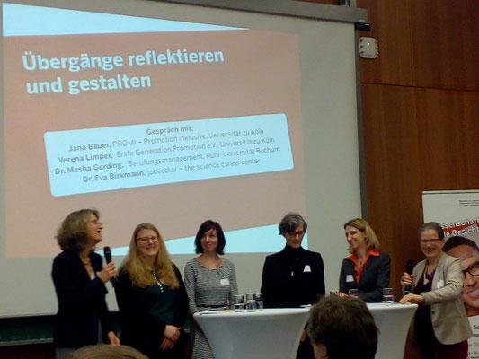 """Podiumsdiskussion """"Übergange reflektieren und gestalten"""" mit Verena Limper"""