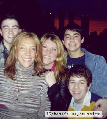 The boys with Jodi Marr (songwriter & producer) and Denise Rich (singer). Both Mrs. Rich and the boys have hits written by PJ Bianco.  CREDIT: Mrs. Marr & the great @bestfetusjonaspics on Instagram
