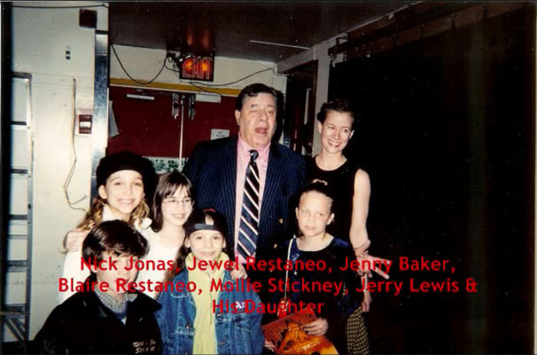 Jerry Lewis visits with his daughter