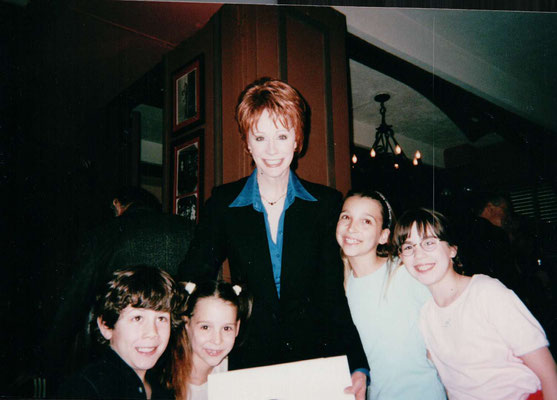 The cast celebrates as Reba gets her characature on the wall at the NYC restaurant Sardi's. May 23rd 2001. Credit the Restaneos :)