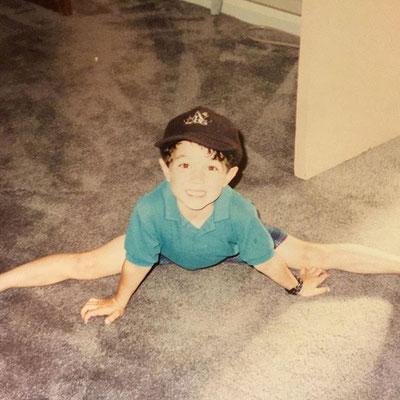 Adorable little Kevin doing a split.